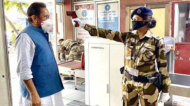 Union Minister for Minority Affairs Mukhtar Abbas Naqvi during security person conducting Thermal Screening at entry gate of his office in New Delhi on April 17, 2020.